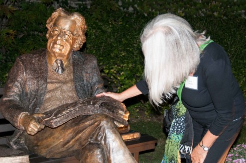 Northrop Frye Sculpture, (bronze) unveiling Victoria University Toronto photo by Richard Andreychuk