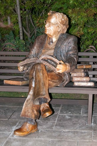 Northrop Frye Sculpture, (bronze) Victoria University Toronto photo by Richard Andreychuk
